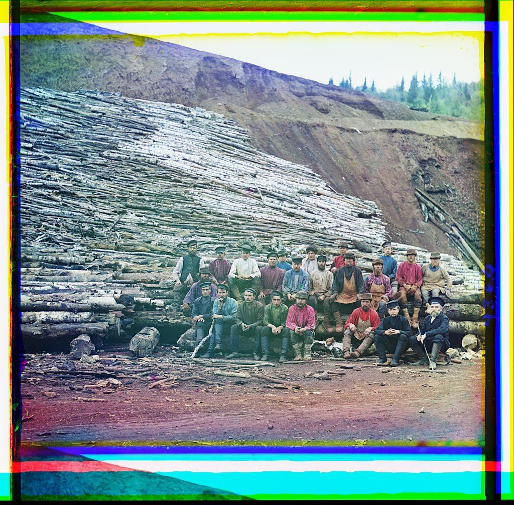 С.М. Прокудин-Горский Накатка дров для обжига руды. 1910