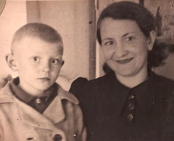 Леонид Сурин с мамой