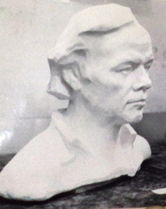Портрет скульптора Пономарёва В. А. Гипс. Работы Чернецова А. М.