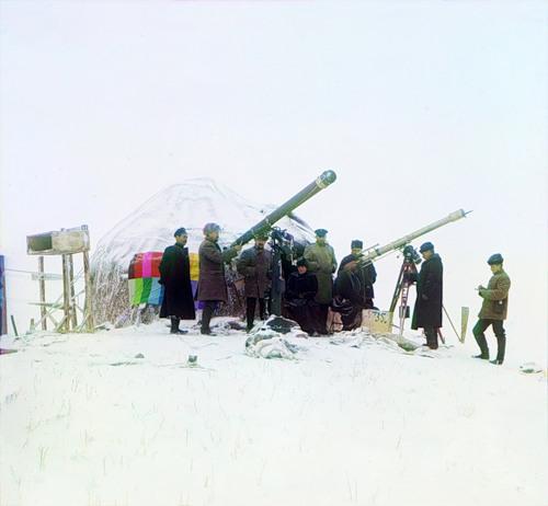 Прокудин-Горский у телескопа в горах Тянь-Шань