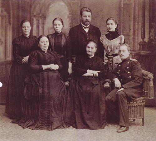 С.М. Прокудин-Горский с семейством Лавровых