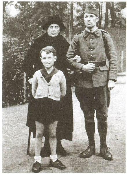 Софья Колчак с сыном и внуком