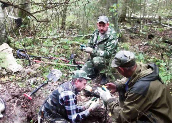 Поисковой отряд «Рогавский рубеж» нашел медальон Ивана Владимировича Кочетова