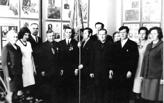 Инструментальный цех ЮМЗ получил переходящее красное знамя как победитель соцсоревнования.
